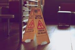 Nasses Fußboden-Zeichen Lizenzfreie Stockfotografie