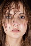 Nasses Haar der Frau ernst Lizenzfreie Stockbilder