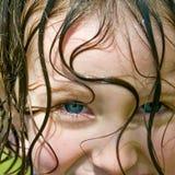 Nasses Haarlächeln Stockfoto