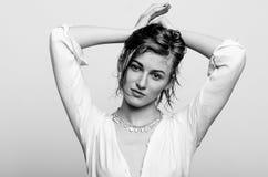 Nasses Porträt, Schwarzweiss-Mode-Modell-Mädchen Stockbild