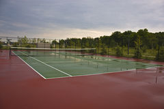 Nasses Tennis-Gericht Lizenzfreies Stockbild