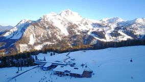 Nassfeld滑雪区域的中间驻地在奥地利 库存照片