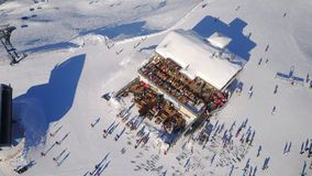 Nassfeld滑雪区域餐馆在奥地利从上面 免版税库存图片