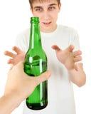 Nastolatek bierze piwo Fotografia Stock