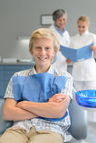 Nastolatek chłopiec checkup stomatologiczny dentysta i asystent Zdjęcia Royalty Free