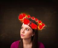 Nastolatek dziewczyna z kierowymi ilustracjami circleing wokoło jej głowy Zdjęcia Royalty Free