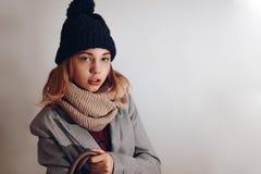 Nastolatek dziewczyny mody fotografia z emocją i udziałami kopii przestrzeń Zdjęcia Royalty Free