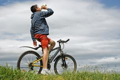 Nastolatek robi sportom Zdjęcia Royalty Free