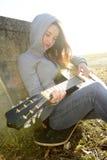 Nastolatek z gitarą Obrazy Stock