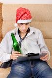Nastolatek z pastylką i piwem Zdjęcia Stock