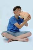 Nastolatek z prosiątko bankiem Fotografia Stock