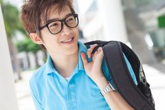 Nastolatek z torbą zdjęcie royalty free