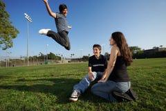 nastolatki szczęśliwi zdjęcie stock