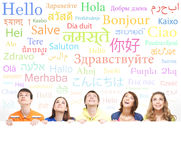 Nastolatkowie z gigantem, puste miejsce, biały billboard Obraz Stock