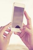 Nastolatkowie z telefon komórkowy Fotografia Stock