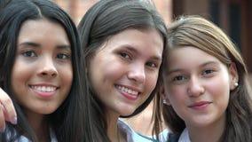 Nastoletni Żeński przyjaciół ono Uśmiecha się obrazy stock