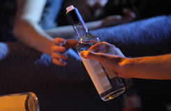 Nastoletni alkoholu nałogu pojęcie obraz royalty free