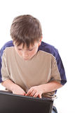 Nastoletni chłopak z laptopem obrazy royalty free