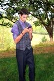 Nastoletni chłopiec Texting Zdjęcia Royalty Free