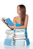 nastoletni dziewczyny książkowy czytanie zdjęcia stock