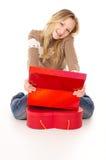 Nastoletni dziewczyny obsiadanie blisko prezentów pudełek odizolowywających Zdjęcia Stock