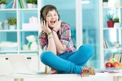 Nastoletni słuchacz zdjęcia stock