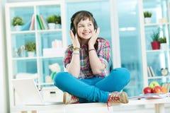 Nastoletni słuchacz obrazy stock