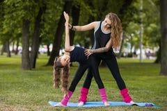 Nastoletni sport outdoors Prac zespołowych gimnastyki Obraz Royalty Free