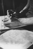 Nastoletni uczeń robi jego praca domowa przydziałowi Fotografia Royalty Free