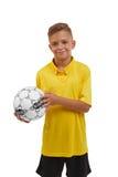 Nastoletni z piłki nożnej piłką odizolowywającą na białym tle Szczęśliwa sport chłopiec Młody futbolista Szkolnych aktywność poję Zdjęcia Royalty Free