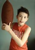 Nastoletnia chłopiec z poduszką przygotowywającą dla walki obraz royalty free