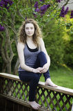 Nastoletnia dziewczyna outdoors w lecie zdjęcia royalty free