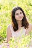 Nastoletnia dziewczyna piękna łąka Obraz Stock