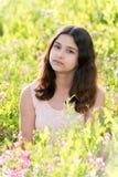 Nastoletnia dziewczyna piękna łąka Obraz Royalty Free