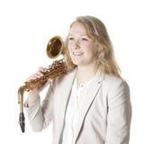 Nastoletnia dziewczyna w białej kurtce z saksofonem Zdjęcie Stock