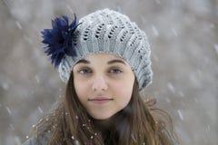 Nastoletnia dziewczyna w śniegu Obraz Royalty Free