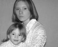 Nastoletnia matka, siostry/ Obrazy Royalty Free