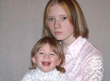 Nastoletnia matka, siostry/ Obraz Stock
