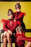 Nastoletnie dziewczyny w tanów kostiumach Obrazy Stock