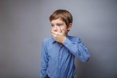 Nastoletniego chłopiec pojawienia Europejskiego brązu włosiana ręka Fotografia Stock