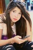 Nastoletniego europejskiego dziewczyny gawędzenia zamknięty up portret Fotografia Stock