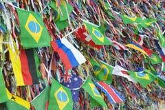 Nastri brasiliani ed internazionali Bonfim Salvador Bahia di desiderio delle bandiere Immagini Stock Libere da Diritti