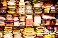 Nastri colorati Strumento per cucito fotografia stock