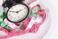 Nastri di misurazione e concetto di tempo di dieta dell'orologio Fotografia Stock Libera da Diritti