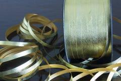 Nastri metallici dell'oro Immagini Stock