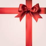 Nastri rossi del regalo con l'arco Immagine Stock Libera da Diritti