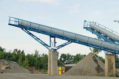 Nastri trasportatori - estrazione mineraria nella cava Fotografia Stock Libera da Diritti