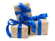 Nastro blu avvolto regalo Fotografia Stock Libera da Diritti