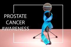 Nastro blu simbolico della campagna di informazione del carcinoma della prostata e della salute degli uomini a novembre fotografia stock libera da diritti