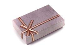 Nastro decorativo spostato del contenitore di regalo Immagine Stock